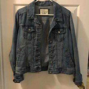 EUC denim jacket size M great for fall layers!